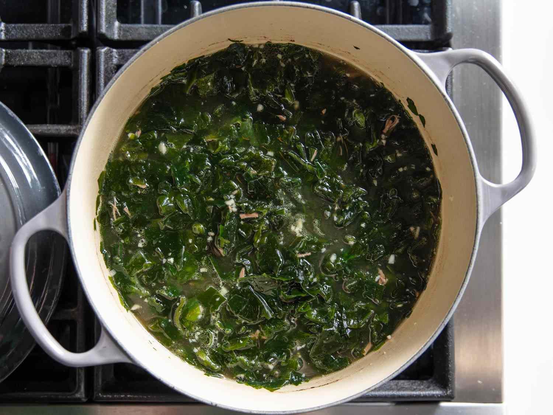 20200128-miyeok-guk-korean-seaweed-soup-vicky-wasik-5