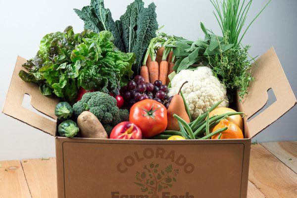 20200519-csa-boxes-farm-to-fork-colorado-Fruit-and-Veggie-Mix-Box