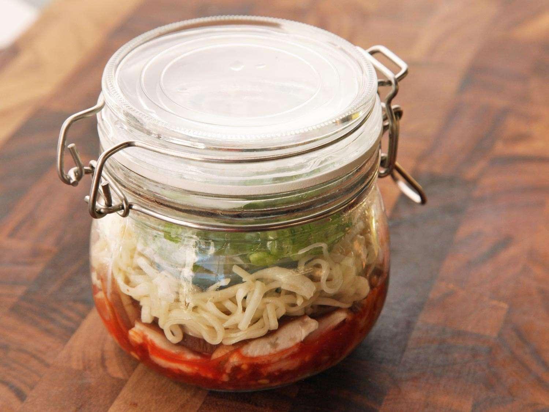 20140929-instant-noodles-diy-recipe-kimchi-beef-11.jpg