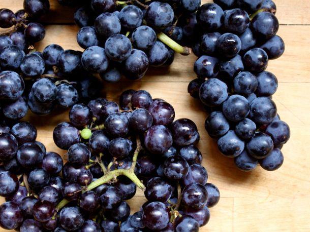20131003-preserved-grapejam-grapes.jpg