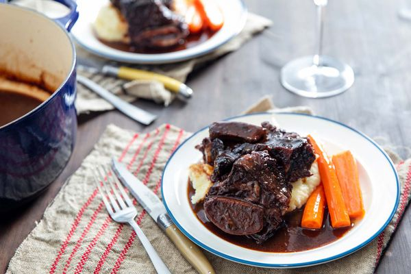 20191104-red-wine-braised-short-ribs-vicky-wasik-17
