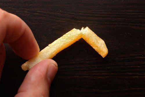 20100526-mcdonalds-fries-20-bend-and-break.jpg