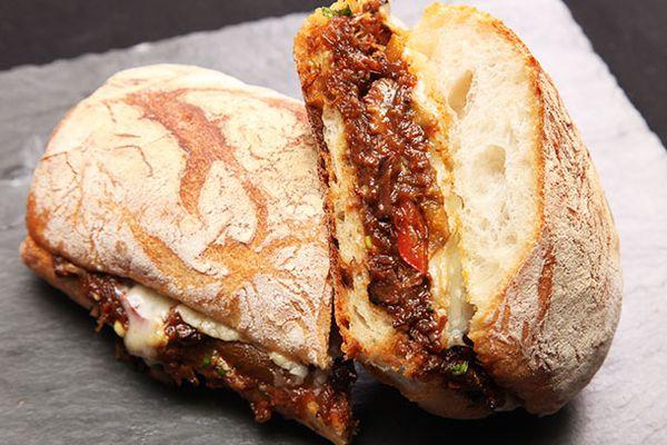 20131128-ox-tail-sandwich-11.jpg