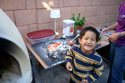 20100504-mpo-swong-young-son-pizza.jpg