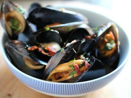 20131024-beer-steamed-mussels-bacon.jpg
