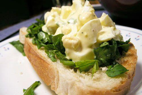 22100405-eggsaladsandwich.jpg