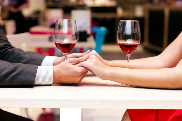 20150209-valentines-table-date-hands-shutterstock.jpg