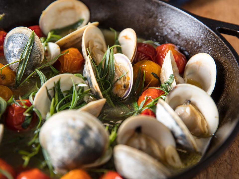 broiled clams with tomatoes and tarragon