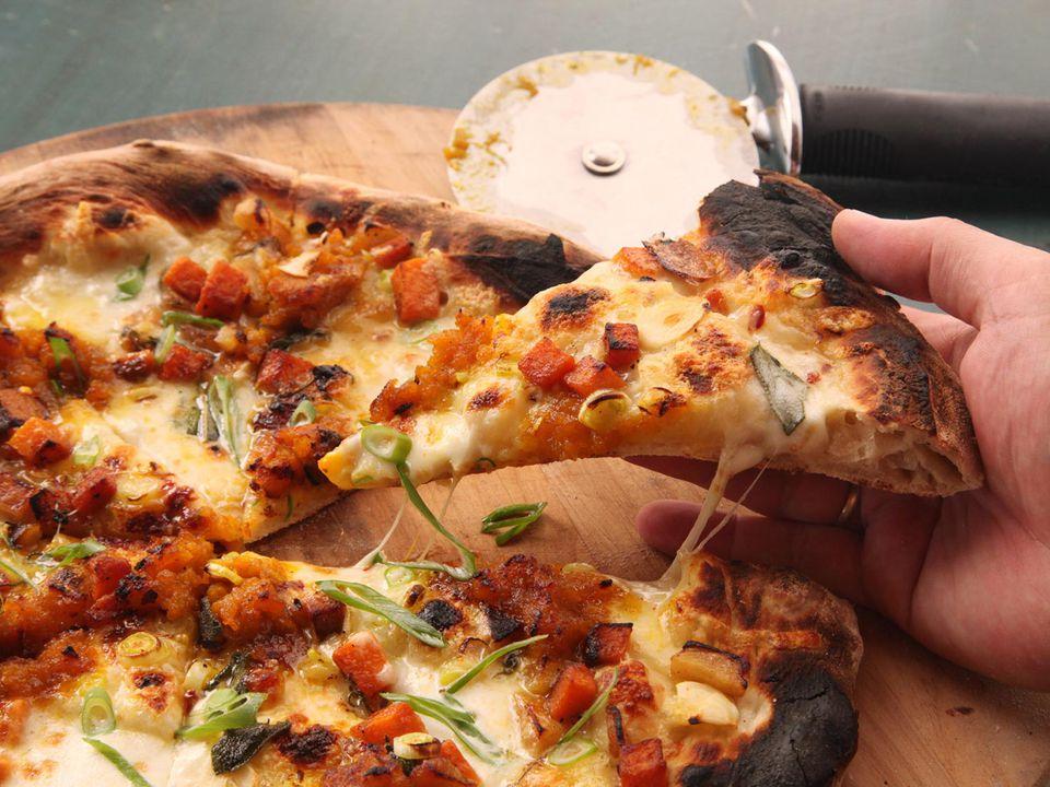 20141021-pumpkin-pizza-1.jpg