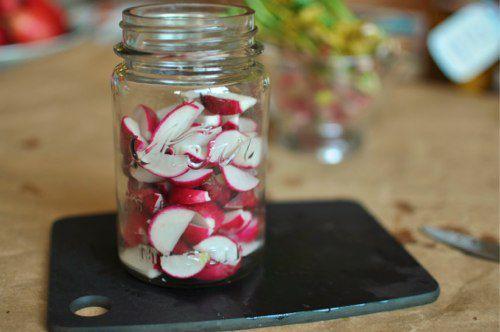 2011102-173352-sliced-radishes-in-jar.jpg