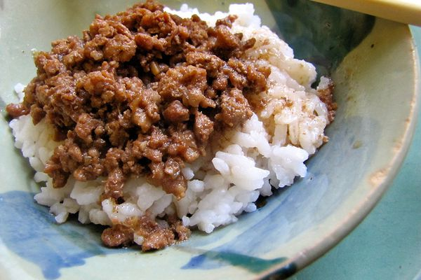 20130622-entryid-257042-taiwanese-meat-sauce-rice.jpg