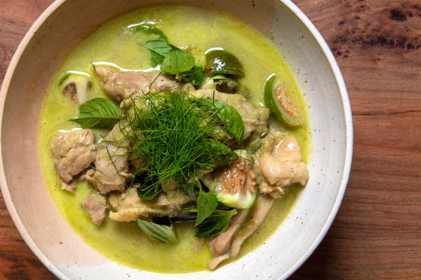 Gaeng Khiao Waan Gai (Thai Green Curry with Chicken) in a large serving bowl