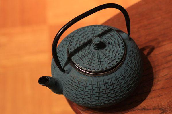 010311-185594-tea-tetsubin.jpg