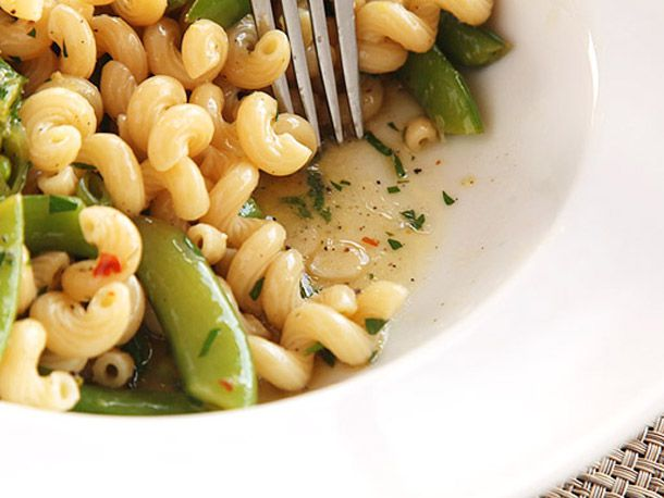 20130220-pasta-snap-peas-lemon-garlic-black-pepper-primary.jpg