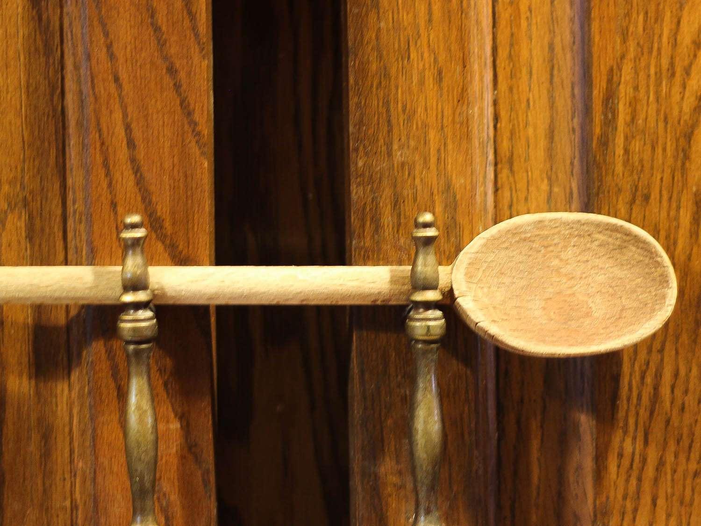 wooden-spoon-door-holding.jpg