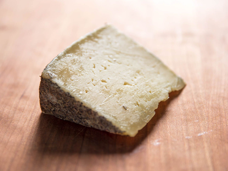 20170810-manchego-oveja-al-romero-cheese-vicky-wasik-2.jpg