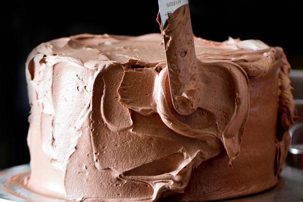 20180131-chocolate-swiss-buttercream-frosting-vicky-wasik-1-2