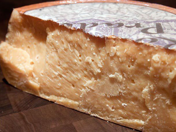 20110812-murrays-cheese-gouda-01.jpg