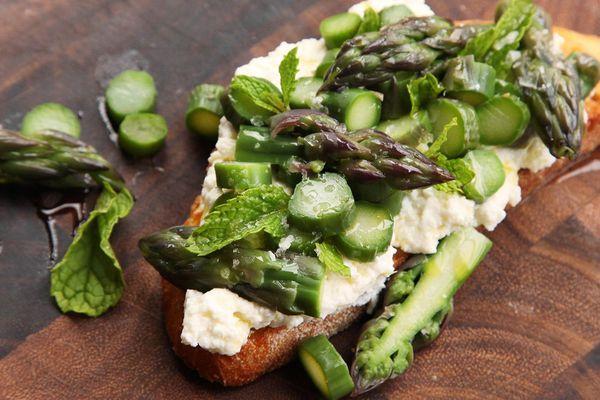 20150506-easy-spring-tartines-recipe-03.jpg
