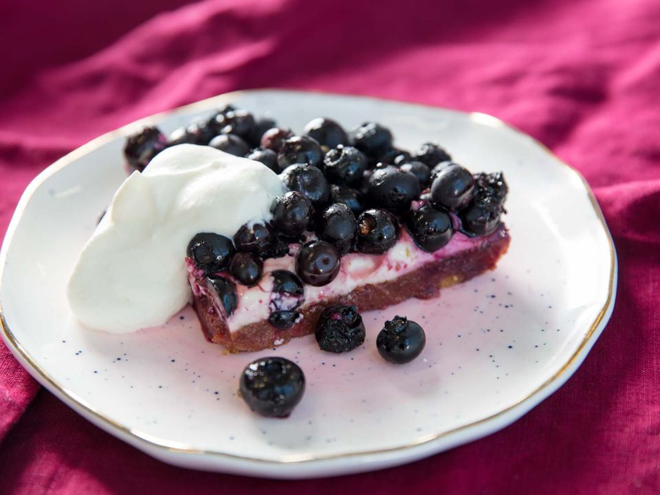 20180726-MHT-broiling-blueberry-cream-cheese-graham-cracker-dessert-slice-closeup-vicky-wasik-9-