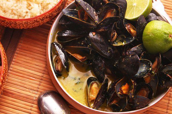 20141026-mussels-how-to-food-lab-thai2.jpg