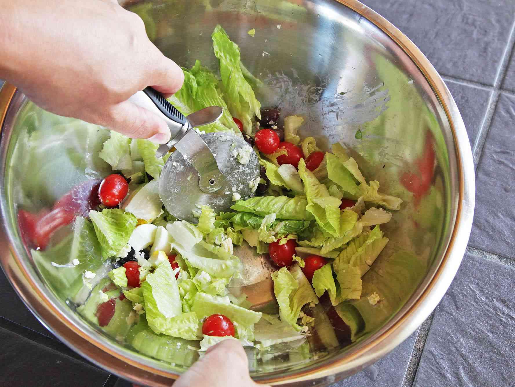 20140910-chopped-salad-pizza-wheel-4.jpg