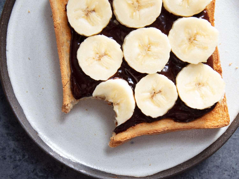chocolate hazelnut toast with bananas