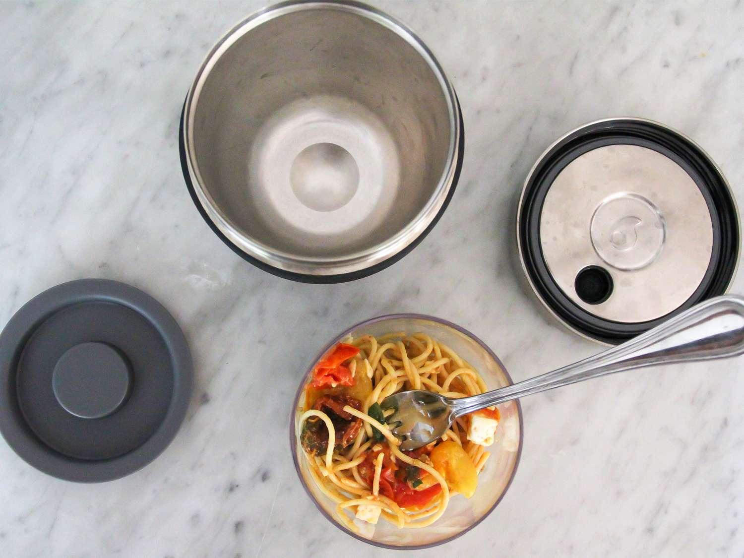 Food thermos with pasta
