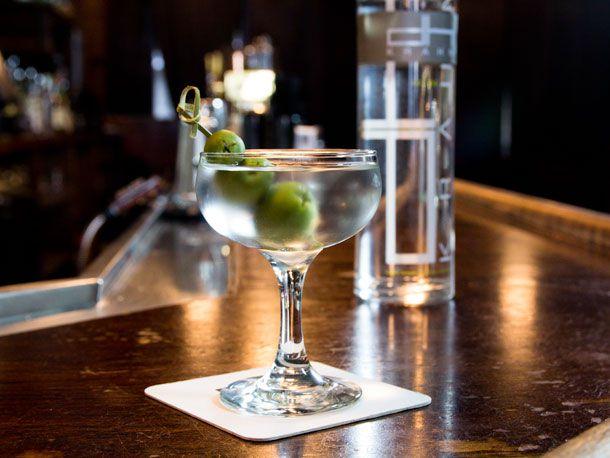 20130416-classic-cocktails-martini-jessica-leibowitz.jpg
