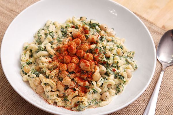 20121016-macaroni-and-cheese-variations-chickpea-and-spinach.jpg