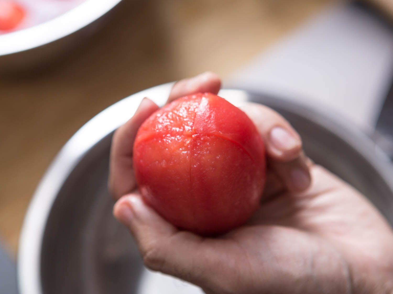 20150813-peeling-tomatoes-vicky-wasik-9.jpg