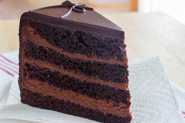 20131010dark-knight-cake.jpg