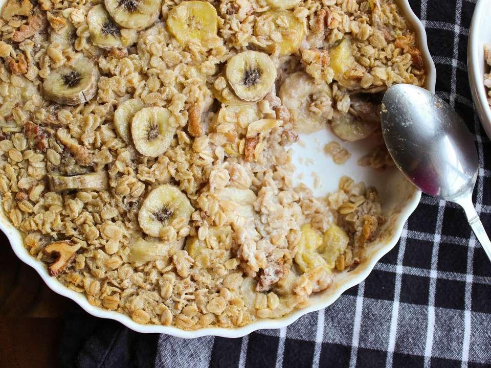 20140805-banana-baked-oatmeal.1-yvonne-ruperti-hires.jpg