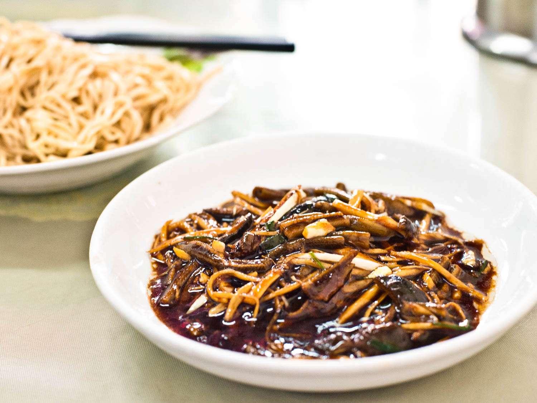 20150523-shanghai-streetfood-eelnoodles-fionareilly-slide-03.jpg
